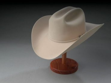สวมหมวกเป็นประจำ